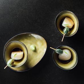 Coquilles brièvement cuites avec une sauce japonaise.